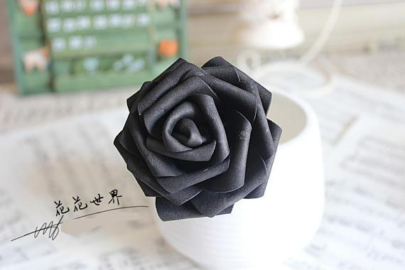 Invista em flores de EVA em tom preto