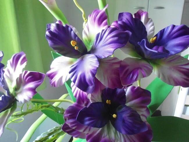 As flores de EVA são versáteis e encantam a decoração do espaço