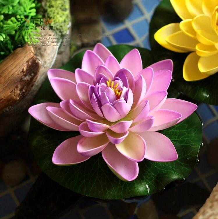 Flores de EVA podem ser realistas, como essa Flór de Lótus, ou mais simples