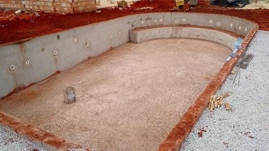 A base de alvenaria é parte do processo de instalação da piscina de vinil