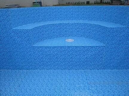 Piscina de vinil com escada arredondada interna