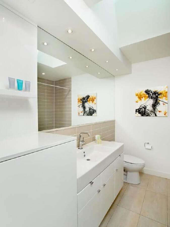 banheiro branco decorado com gabinete planejado Foto Ideias Decor