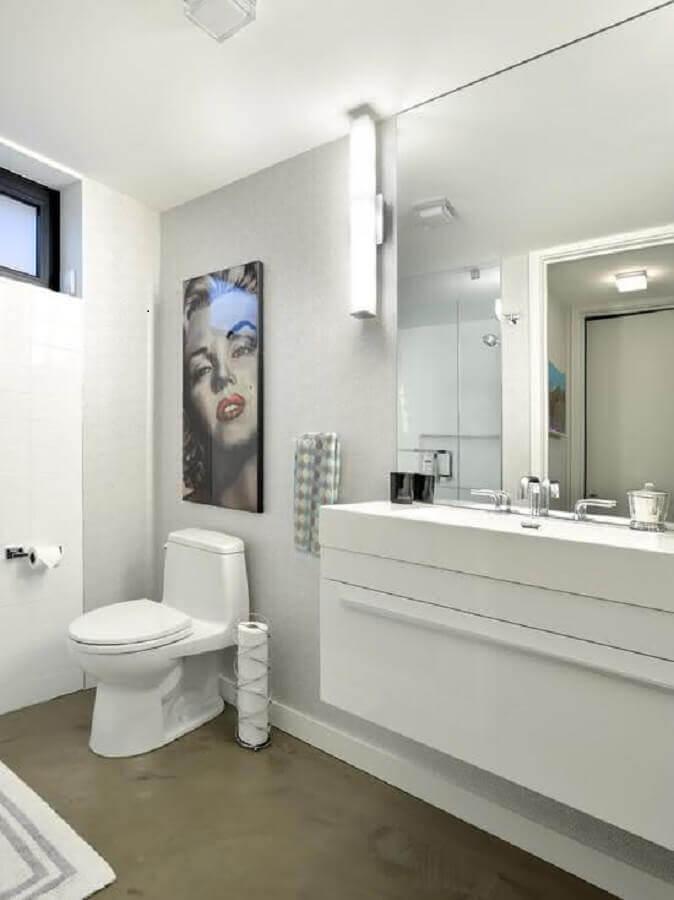 banheiro branco e cinza com decoração simples Foto Interior Design