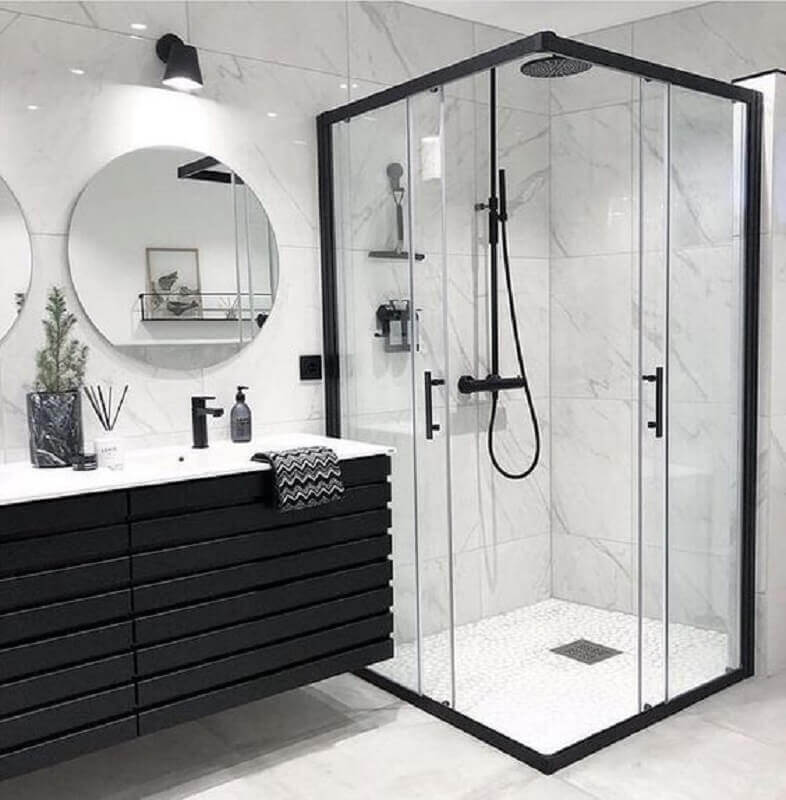 banheiro branco e preto com decoração moderna e minimalista Foto Dicas Decor