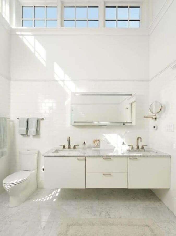banheiro todo branco Foto Pinosy