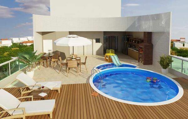 Borda de piscina na área de lazer