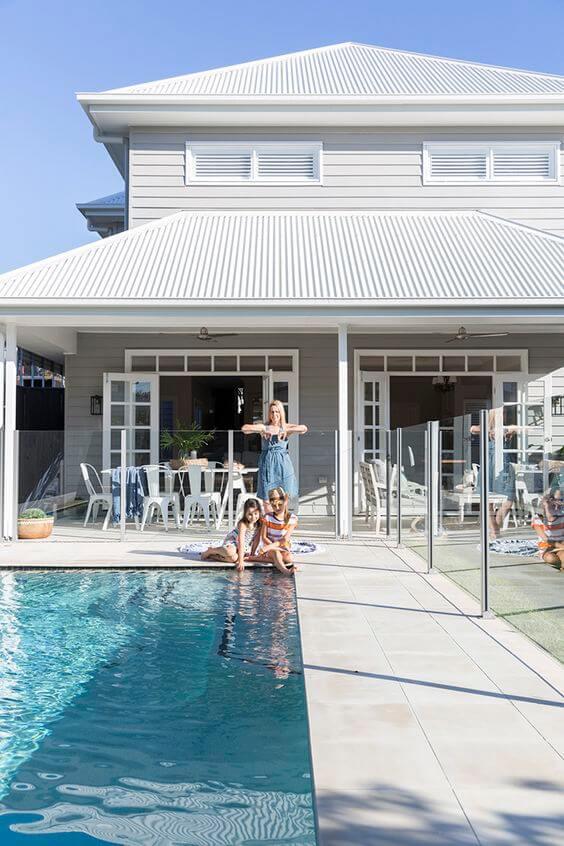 Borda de piscina para casa de veraneio