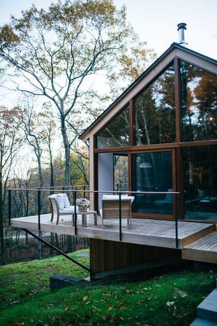 casas de madeira - casa de madeira com portas de vidro