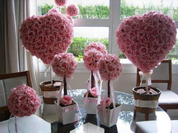 Diversos arranjos feitos com flores de EVA