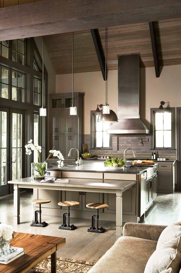 cozinha conceito aberto com ilha em aço inox Foto Home Awakening