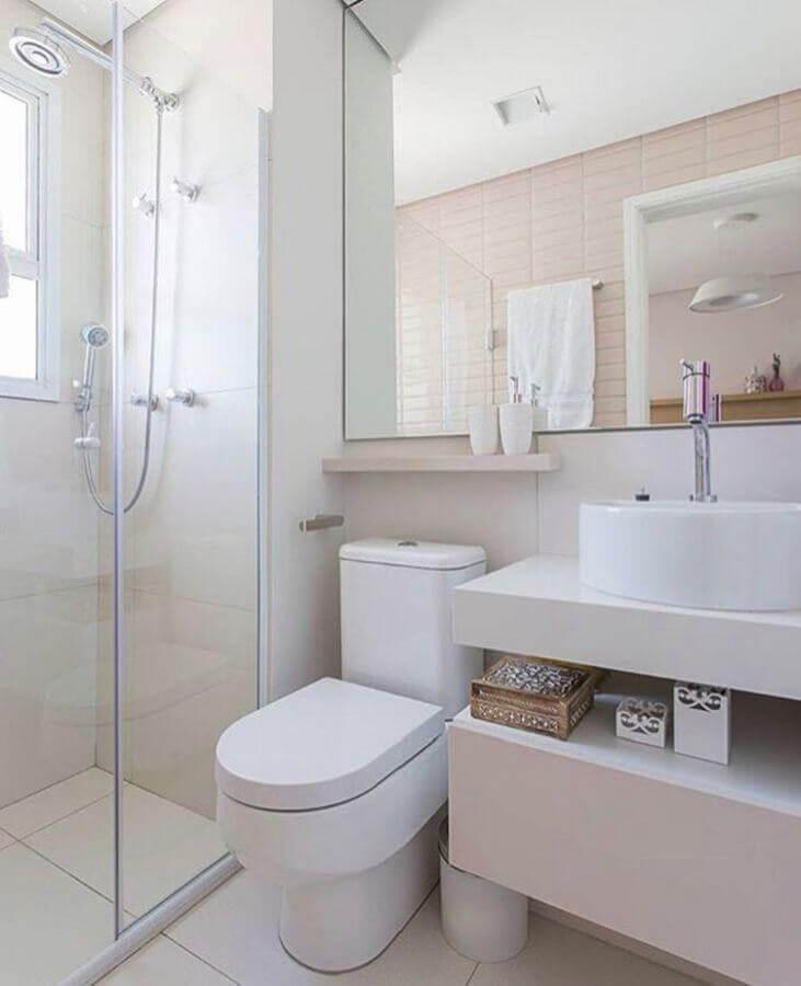 decoração banheiro branco com azulejo rosa claro Foto Renata Pauperio