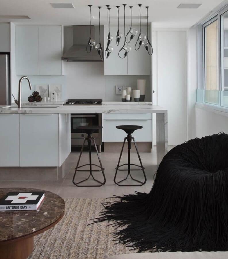 decoração clean para cozinha conceito aberto com luminárias minimalistas Foto Studio RO+CA