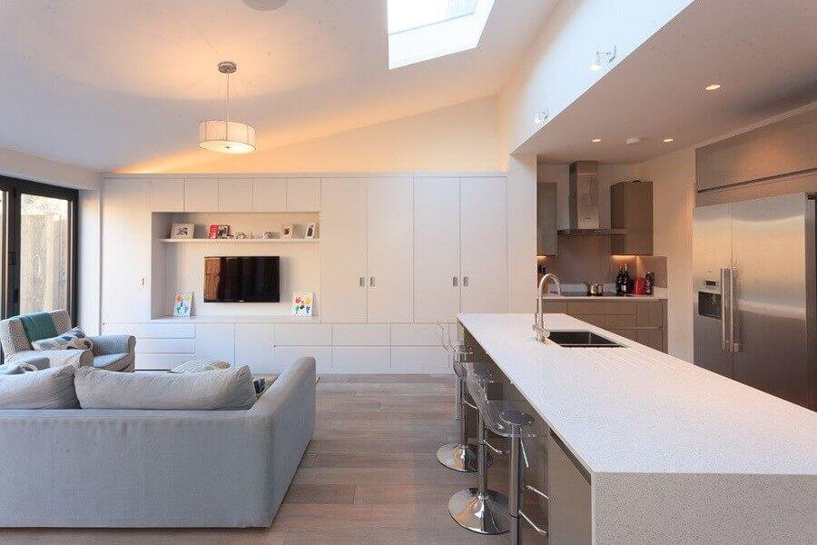 decoração clean para sala e cozinha conceito aberto com moveis planejados Foto Pinterest