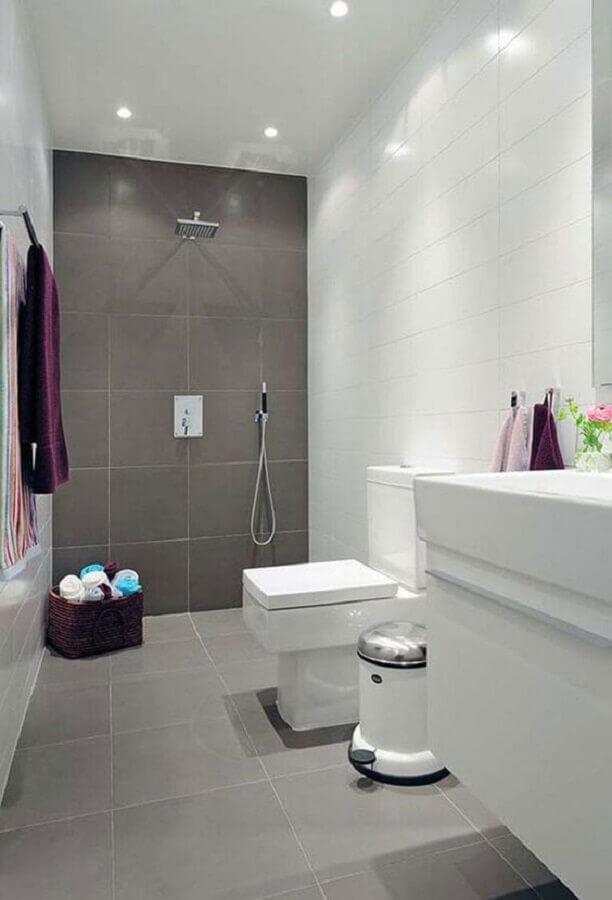 decoração simples para banheiro branco e cinza Foto Total Construção