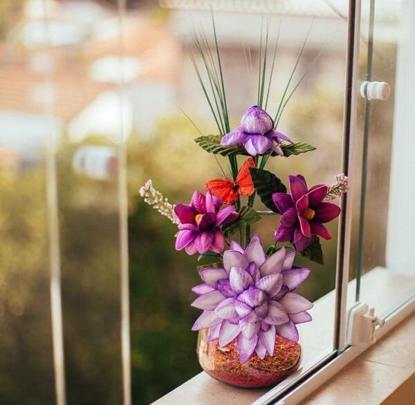 Vaso com flores de EV