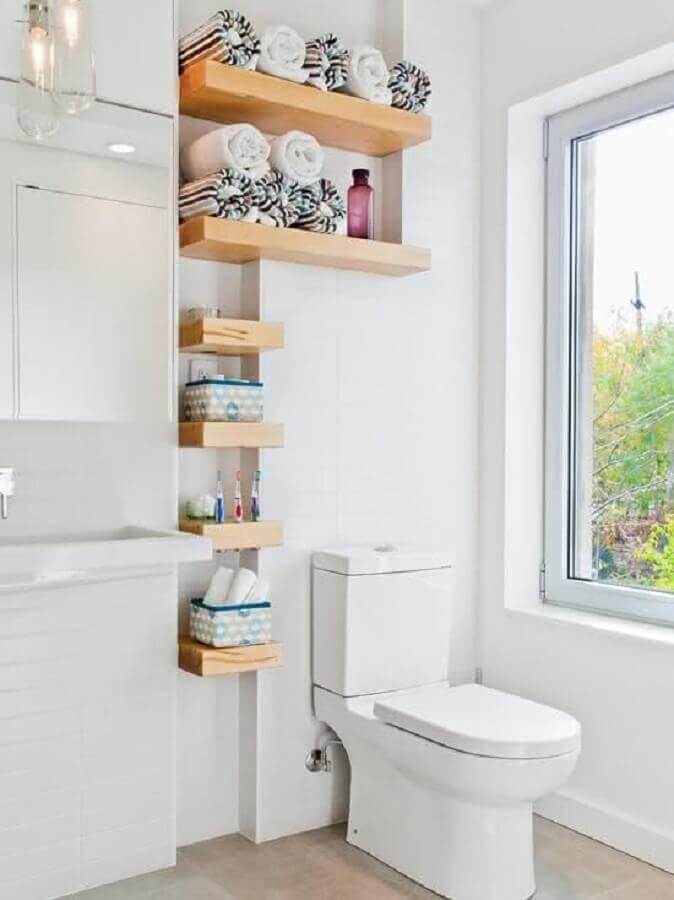 prateleiras de madeira para decoração de banheiro branco Foto Interior Design