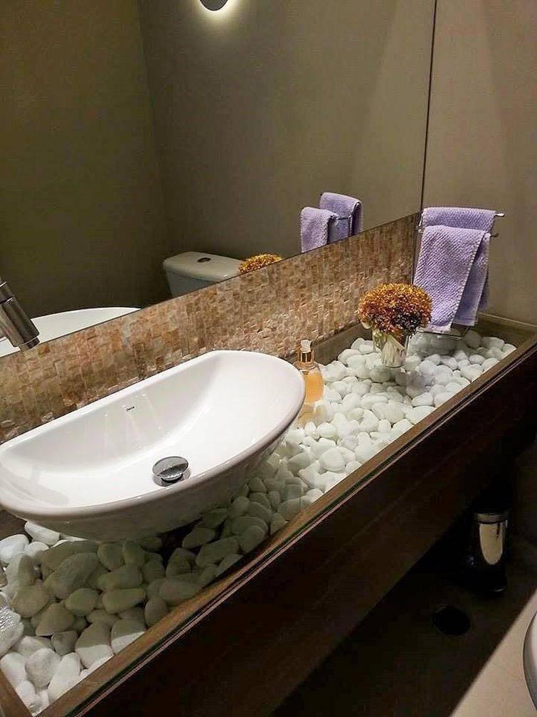 A cuba para banheiro combina perfeitamente com as pedras da bancada
