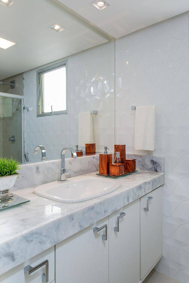 Banheiro com uma cuba simples