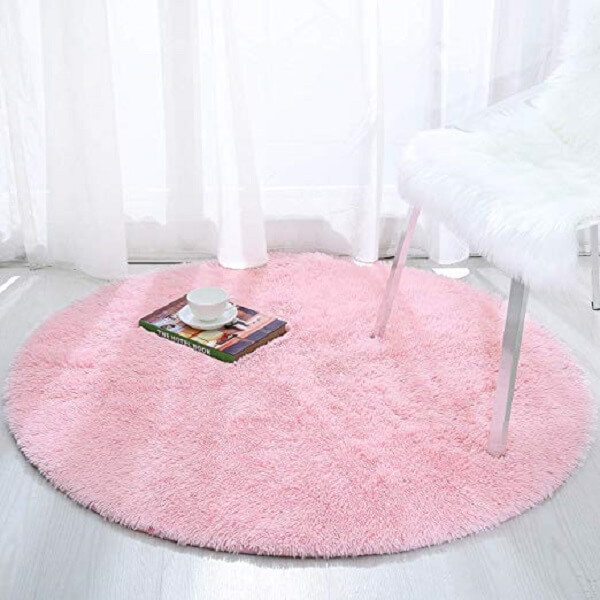 Modelo de tapete rosa redondo peludo