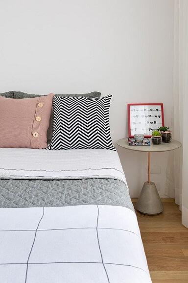 Almofadas decorativas em quarto moderno Projeto de Doob Arquitetura