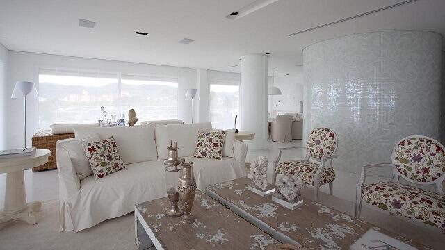 Almofadas decorativas floridas Projeto de Jayme Bernardo