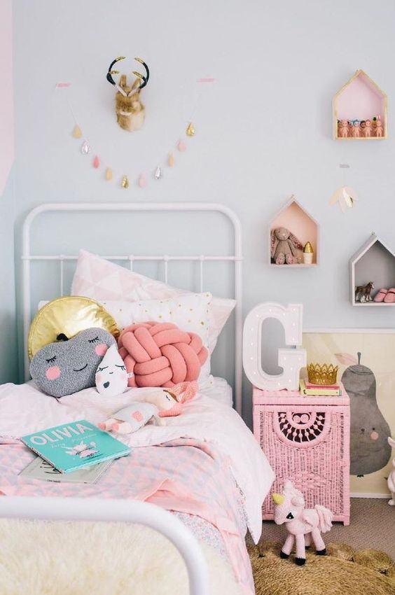 Almofadas com design criativa alegrem o ambiente de quarto