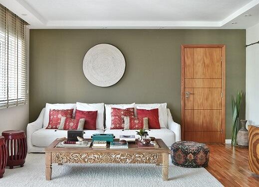 Sala zen com almofadas decorativas vermelhas Projeto de Tetriz Arquitetura
