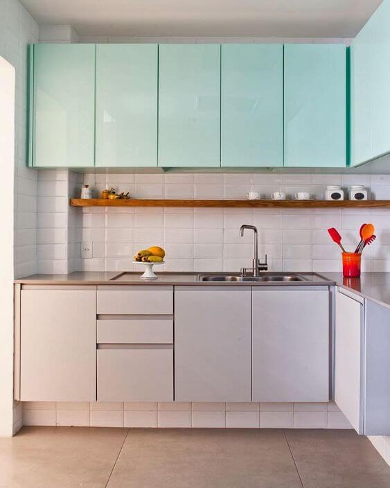 Armário de cozinha aéreo verde e cinza
