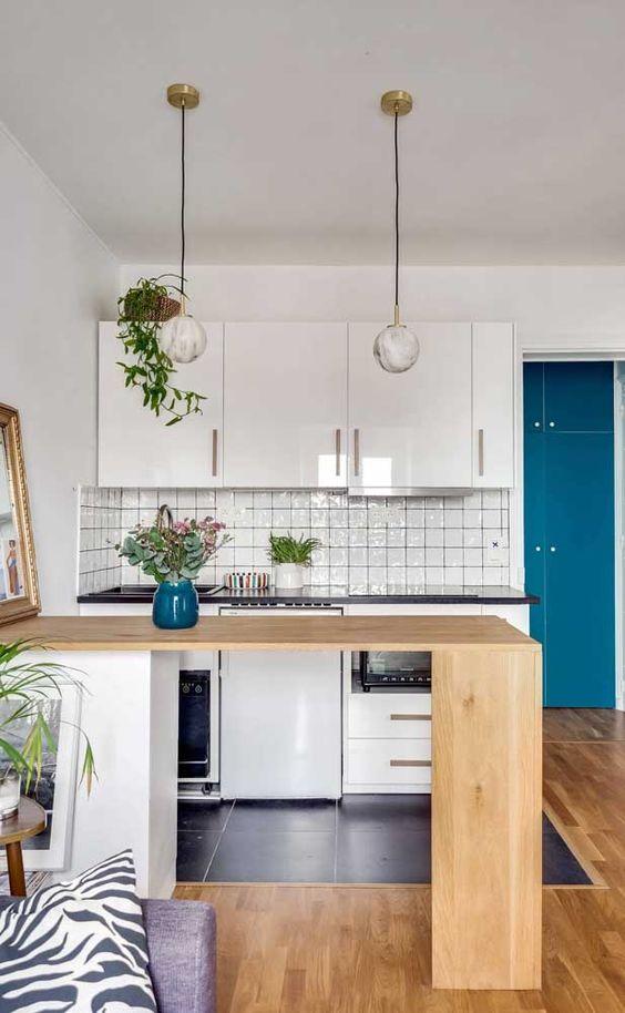 Armário de cozinha compacta e bancada de madeira