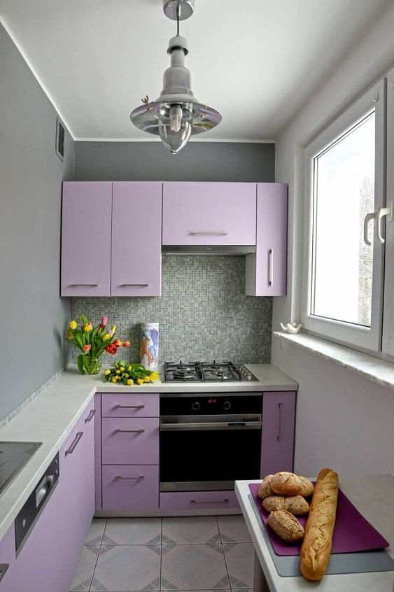 Armário de cozinha compacta e colorida