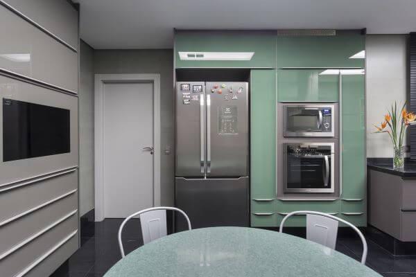 Armário de cozinha gourmet com projeto verde