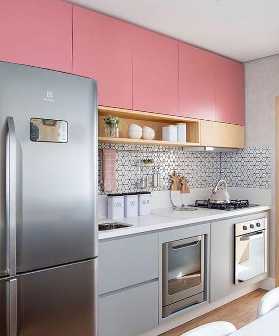 Armário de cozinha pequeno e rosa com cinza, super moderno