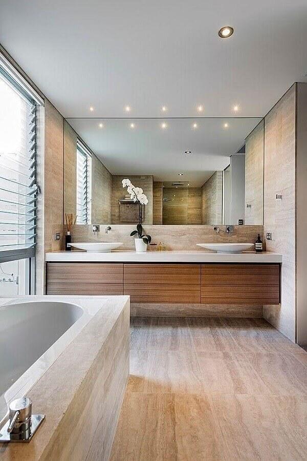 bancada de banheiro com cuba branca e gabinete de madeira Foto Trend4Homy
