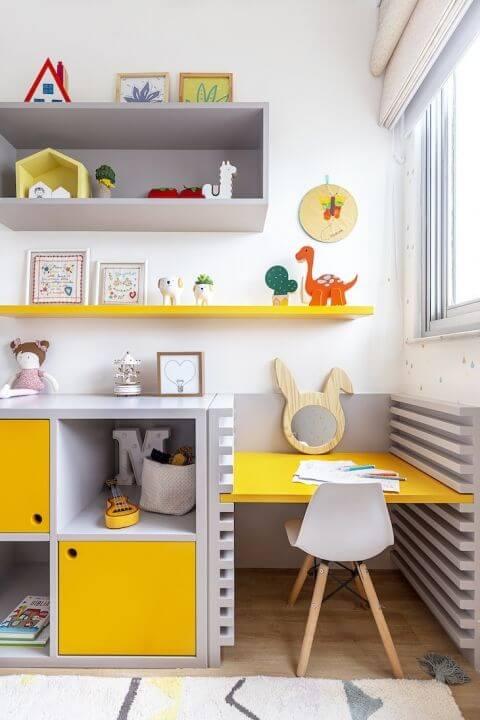 Brinquedoteca amarela com cinza