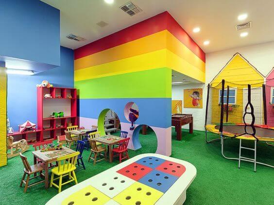 Brinquedoteca divertida para várias crianças