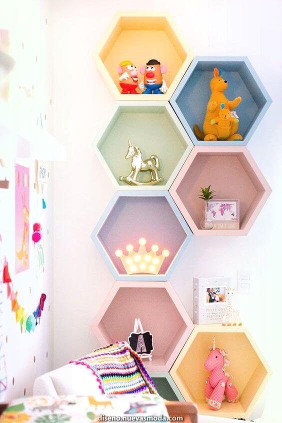 Brinquedoteca com nichos coloridos