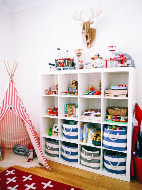 Estante para organizar brinquedos