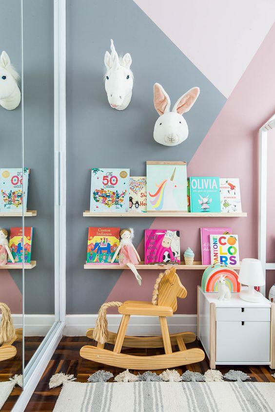 Espaço no quarto infantil para fazer uma brinquedoteca