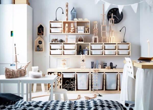 Espaço infantil decorado com brinquedos