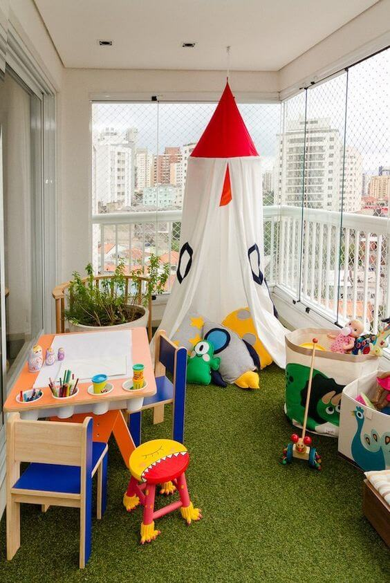 Espaço infantil na varanda de casa