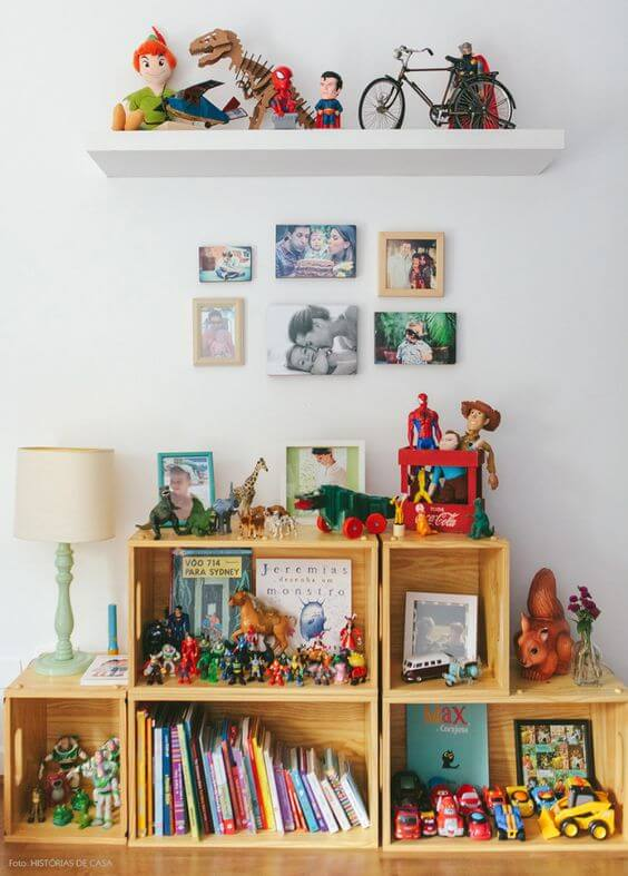 Brinquedos organizados para decorar o ambiente