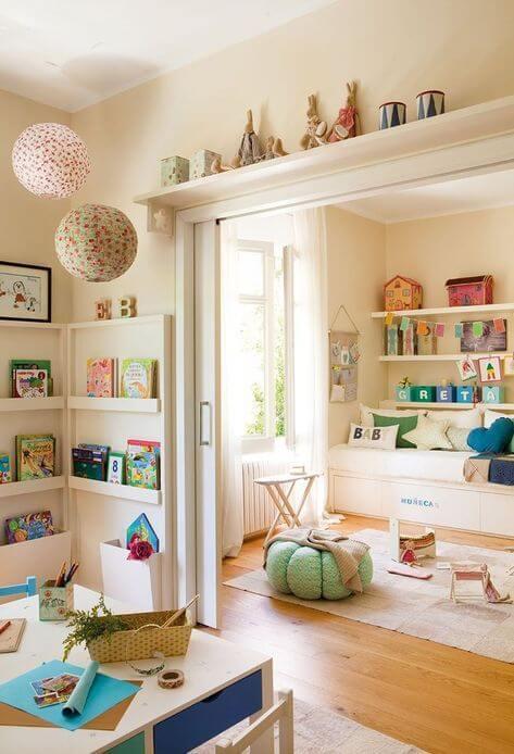 Sala de estar com brinquedoteca
