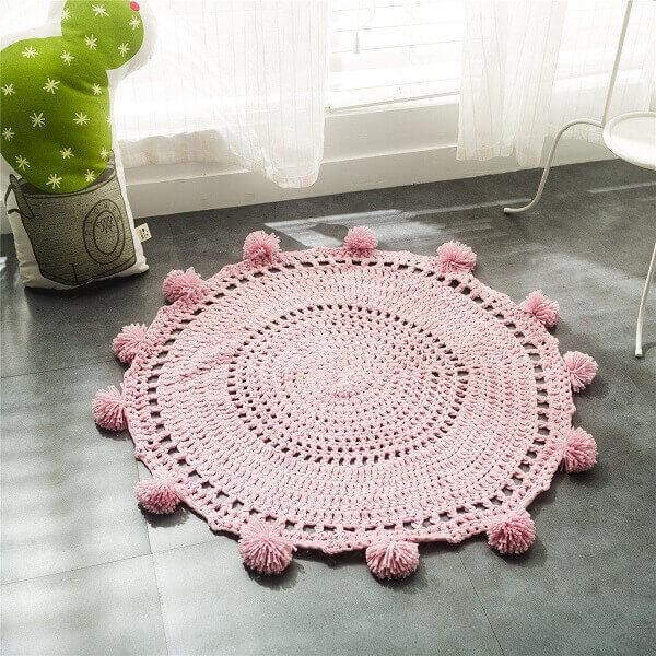 Modelo de tapete rose delicado feito de crochê