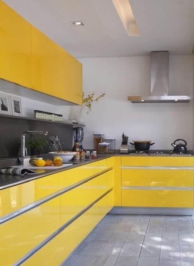 cozinha planejada em tons de amarelo e cinza  Foto Pinterest