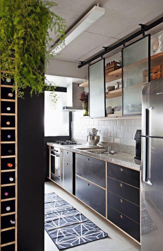 Decoração com armário de cozinha e adega prática