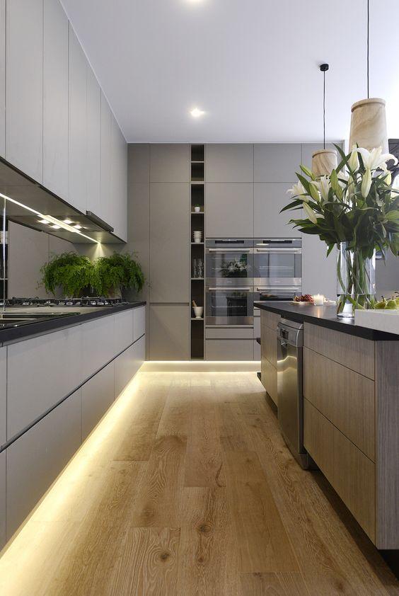 Armário de cozinha rodapé