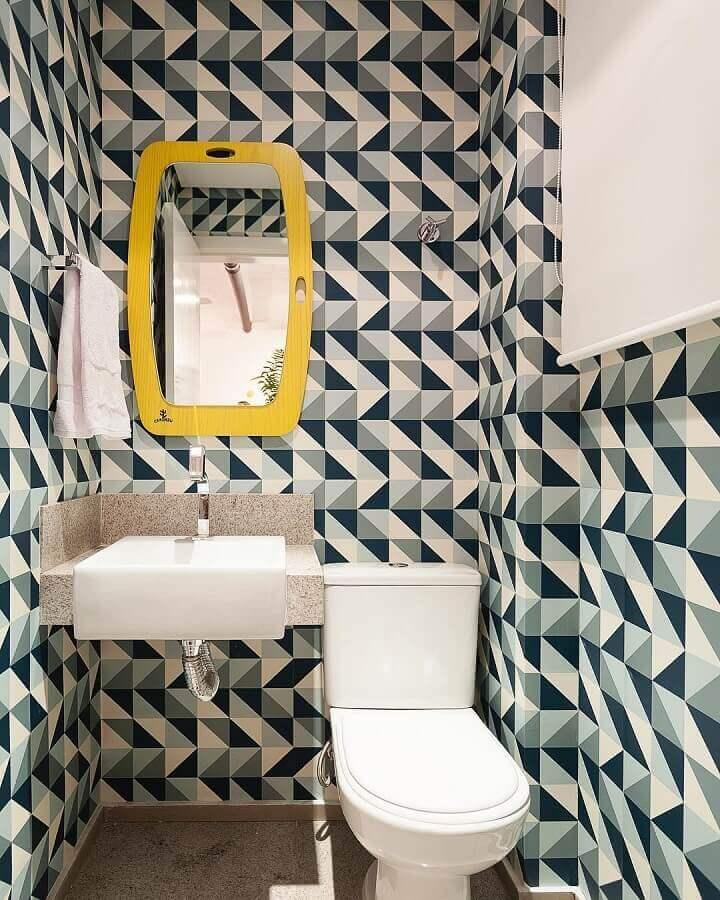 lavado decorado com espelho amarelo  Foto Amis Arquitetura