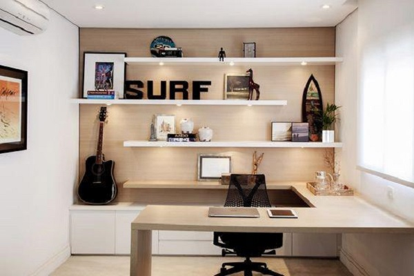 Escritório planejado pequeno com decoração clean