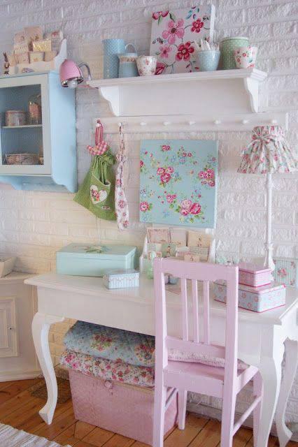 tons pasteis home office cadeira rosa