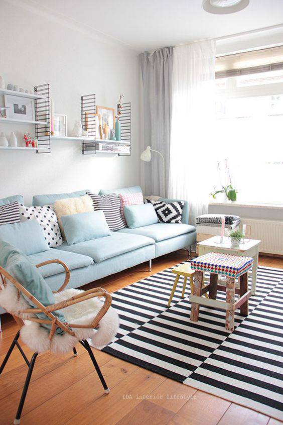 tons pasteis sala de estar sofa azul